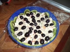 Вторым слоем выкладываем любые фрукты