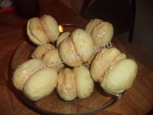 Начиняем и склеиваем половинки персиков