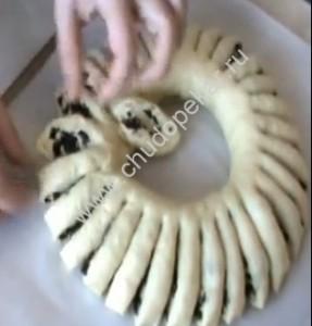 1,5-2,0 см не доходя до внутреннего края кольца.