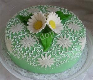 Торт декорированный айсингом.