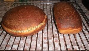 Выкладываем готовый хлеб на решетку до полного остывания.