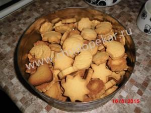 Печенье переложить в коробку или на блюдо.