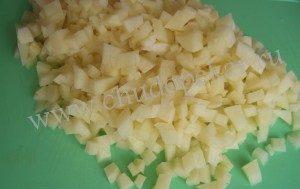 Картошку нарезать мелко.